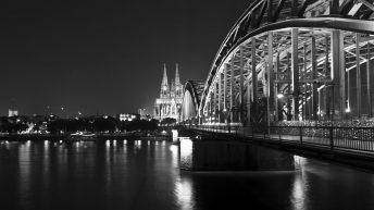 Die Kölner Skyline mit Dom und Hohenzollernbrücke.